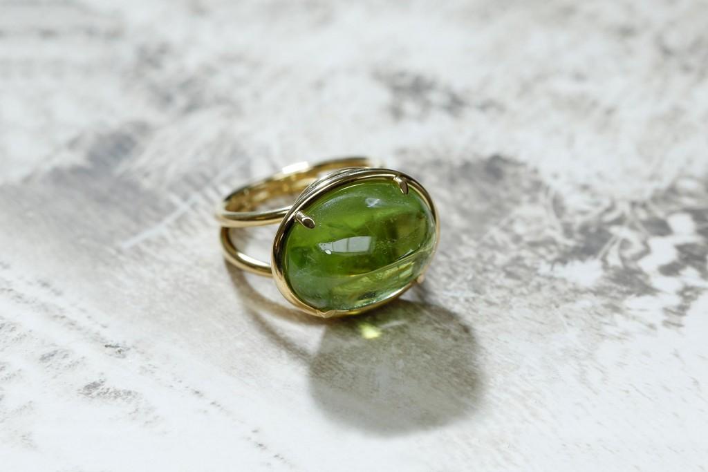 Ring - geel goud - peridoot - cabochon slijpsel