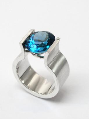 Ring - zilver - blauwe topaas