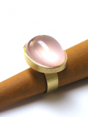 Ring - geel goud -roze karts- cabochon slijpsel